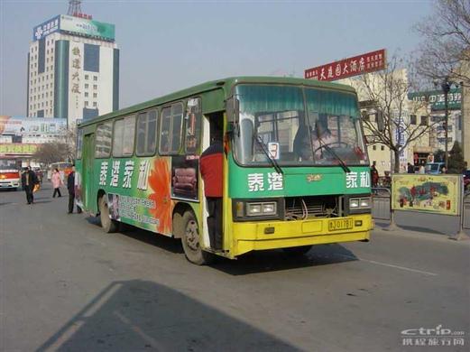 泰安公交车几点�z/i_k2路公交车首发时间是6:30,末班发车时间是21:30.每20