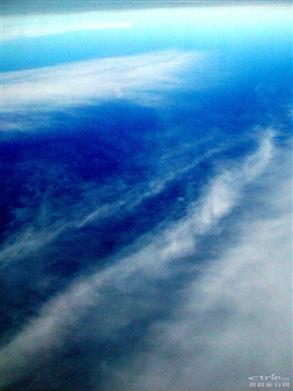 我喜欢在飞机上看天空
