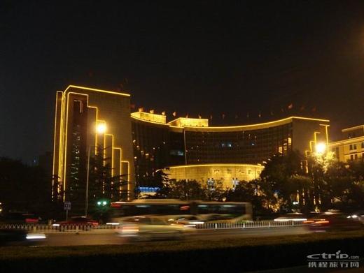 夜色风景图片西宁马路