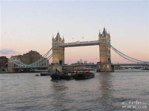伦敦塔桥手绘图片||手绘图片卡通女孩||手绘图片