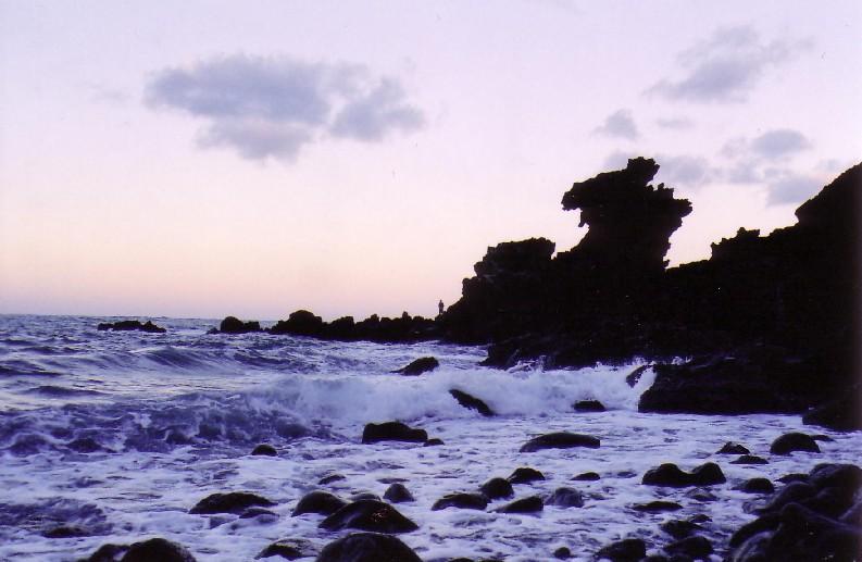 听说海南岛是n年前火山爆发震出来的?