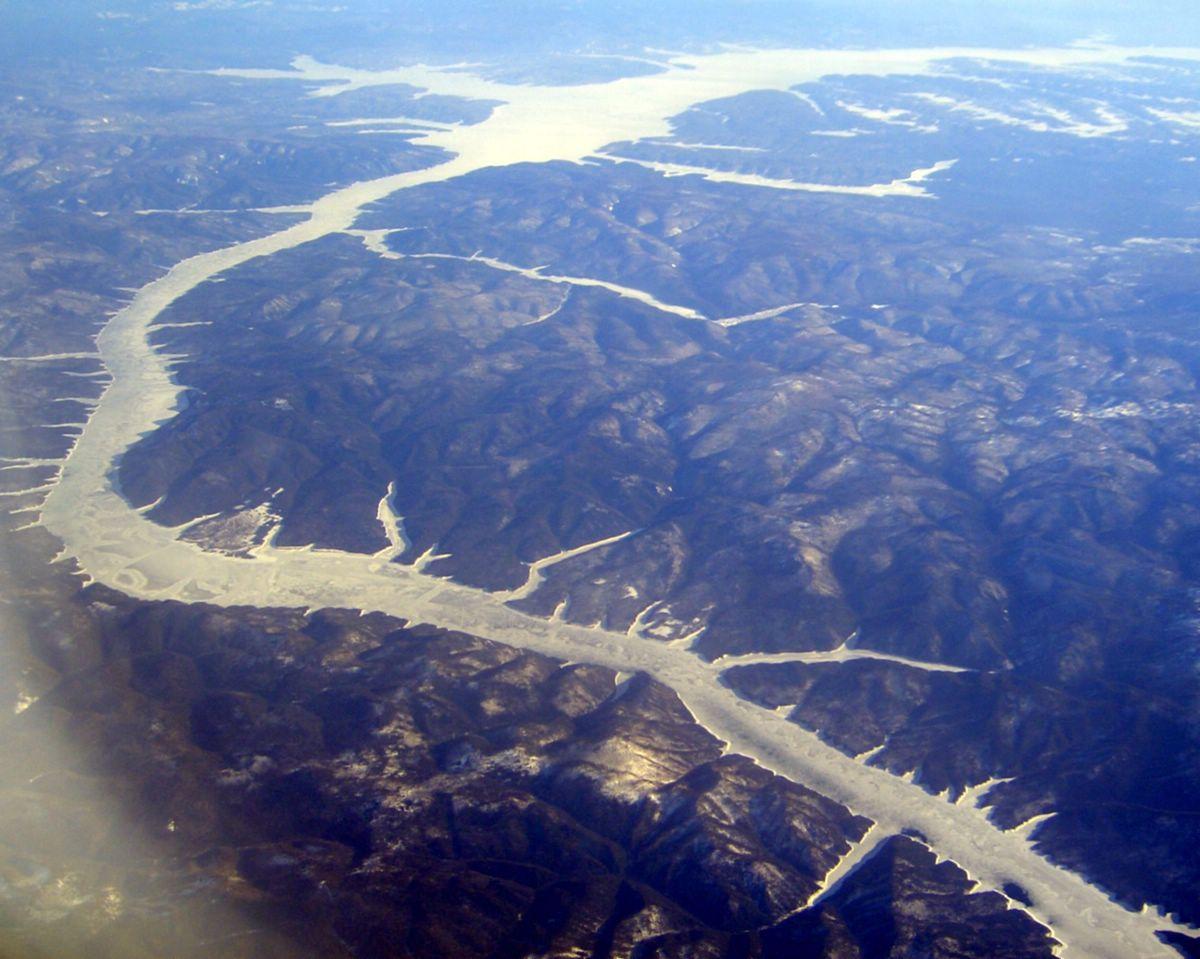 (银蛇狂舞----飞机上看西伯利亚大地,河流还没有解冻)