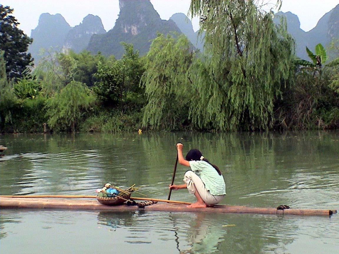 插妹妹山_(买莲蓬的妹妹,山清水秀的,竹筏上小小的竹篮,粉的荷,绿的莲蓬,和翠色