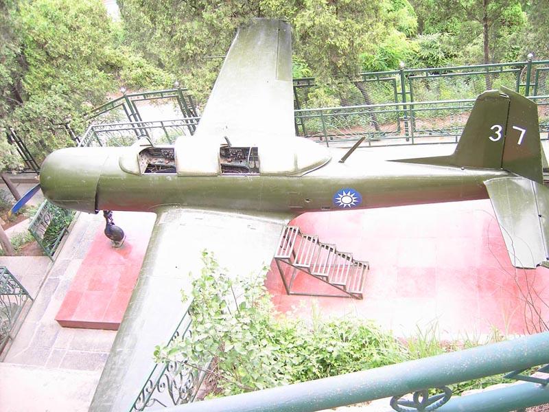 (兵谏亭展出的小型飞机