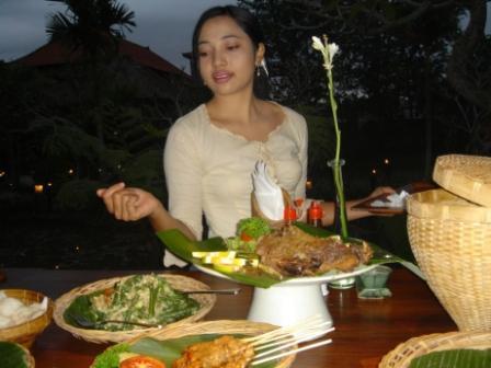 送脏鸭子的印尼少女