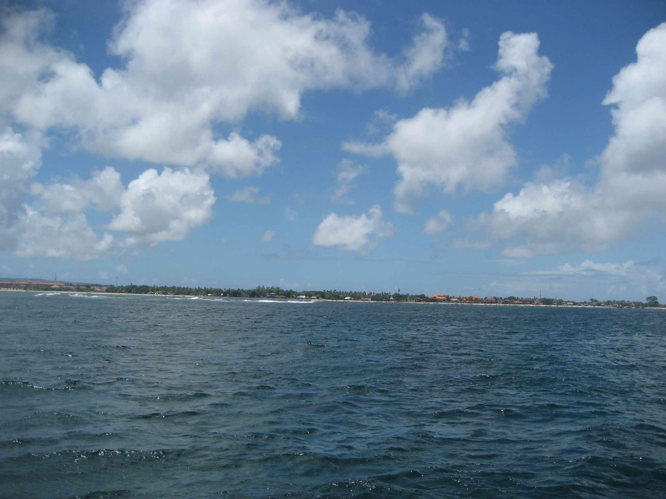 首页 搜游记 游记详情页  由于海面的风浪比较大,我们在海面上等待了