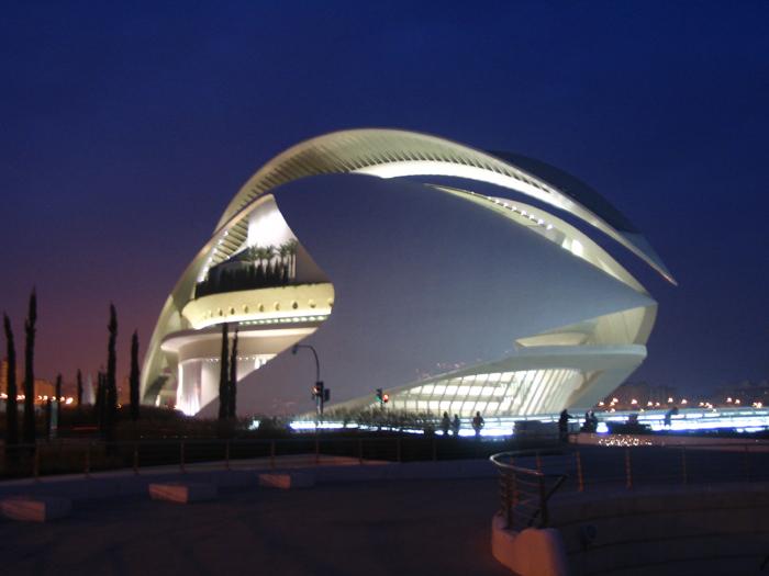使其外表如同悉尼歌剧院一样能在白天和夜晚发光