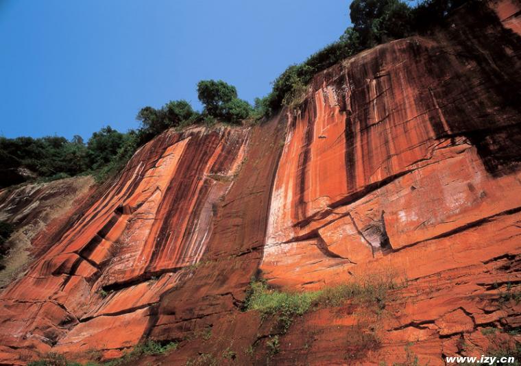沿途观赏了赤水特有的丹霞地貌,景区内流泉飞瀑,原野风光,更能体验到