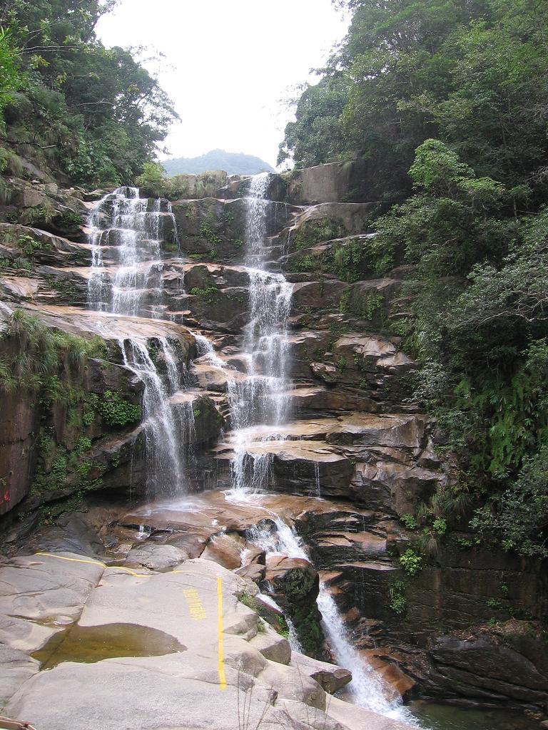 壁纸 风景 旅游 瀑布 山水 桌面 768_1024 竖版 竖屏 手机