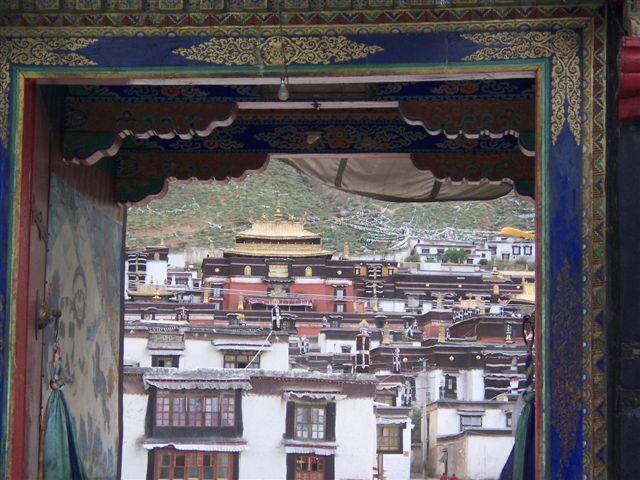 哲蚌寺以及青海的塔尔寺和甘肃的拉卜楞寺