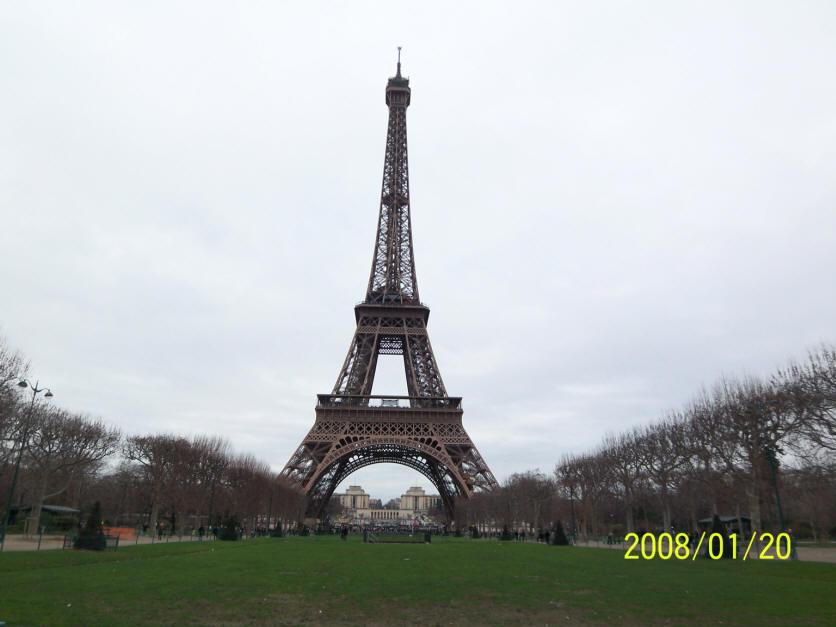 巴黎铁塔手绘速写