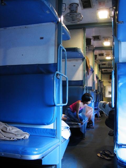 普通火车卧铺有空调不