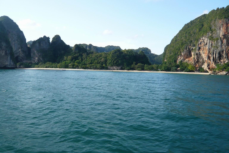 带着老公游泰国     曼谷:BUS直接开到考伞路,我也没折腾,住进考伞路K