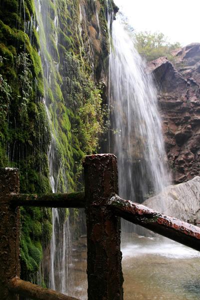 壁纸 风景 旅游 瀑布 山水 桌面 401_600 竖版 竖屏 手机