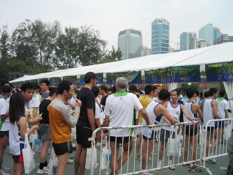 香港同事说这个渣打马拉松的后勤组织比厦门马拉松安排得更科