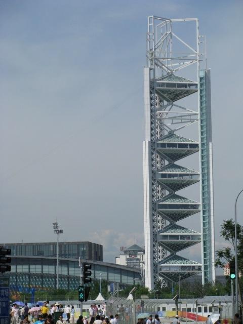 (高度132米的奥运玲珑塔