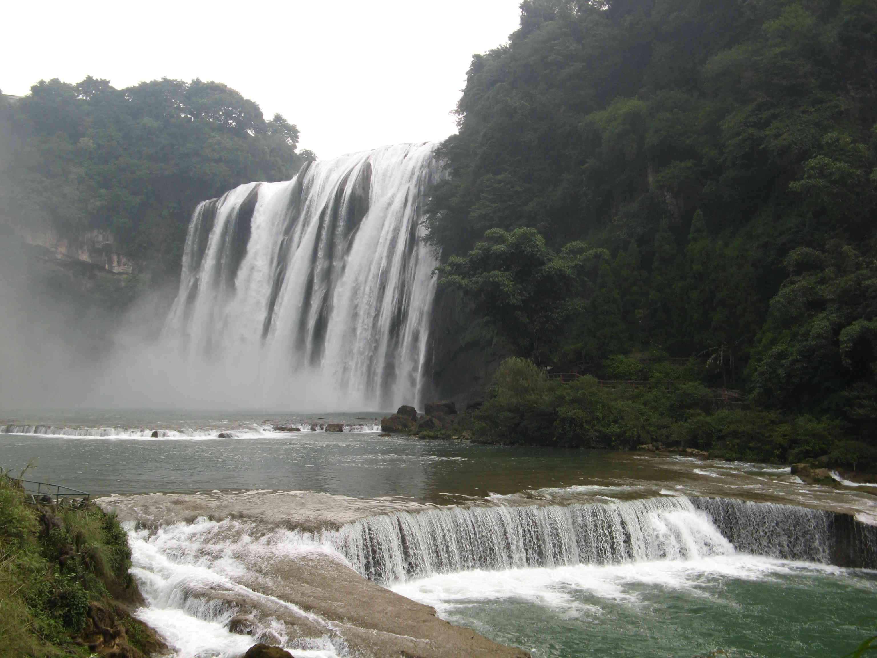梦见爬很高的山 瀑布
