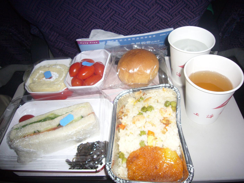 (上航飞机餐,回程的也一样精彩哦!)