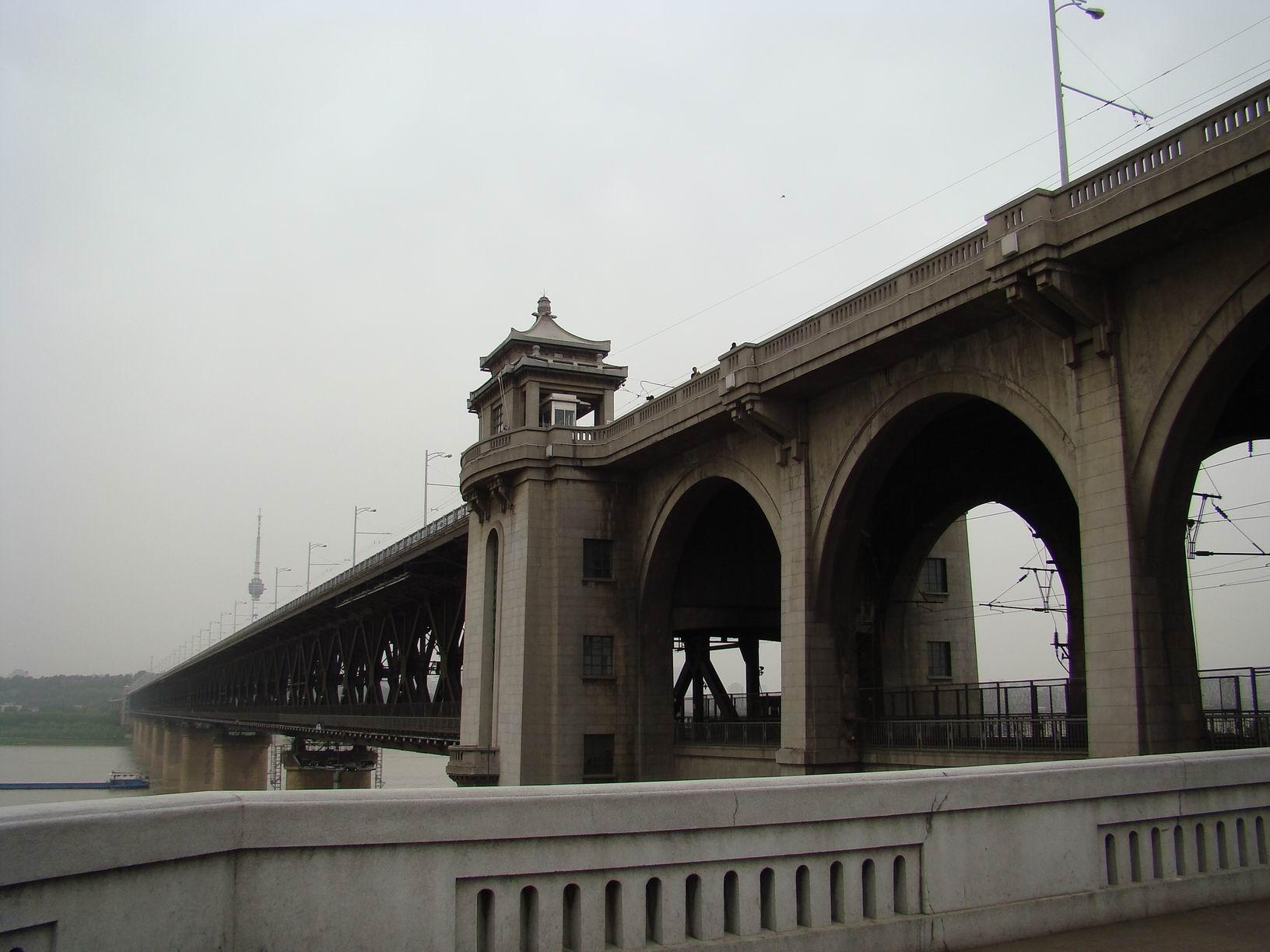 杭州人到武汉长江大桥走一走