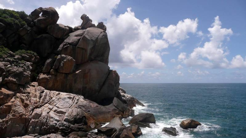 海南三亚两景:石牛湾与观海长廊旅游景色;; 休闲之旅是非常完美的啦