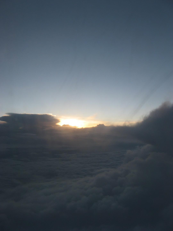 (回程飞机上看到的云海)