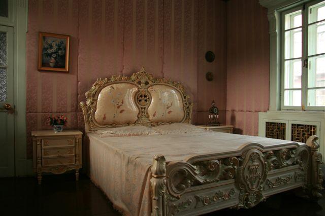 少女在卧室真实照片