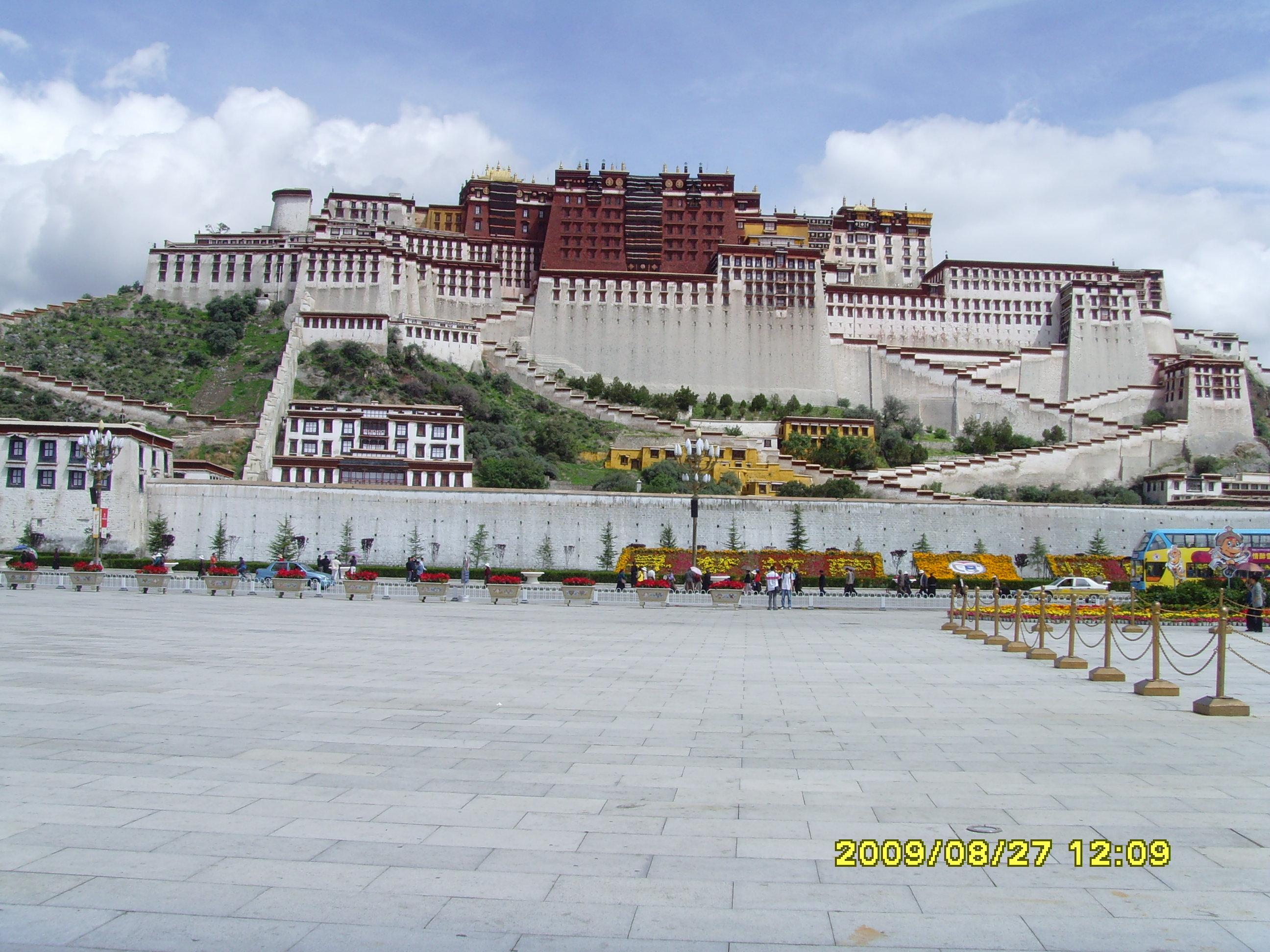 不去青海,西藏,不知道中国地大物博,我们乘火车跑了20多个小时才出