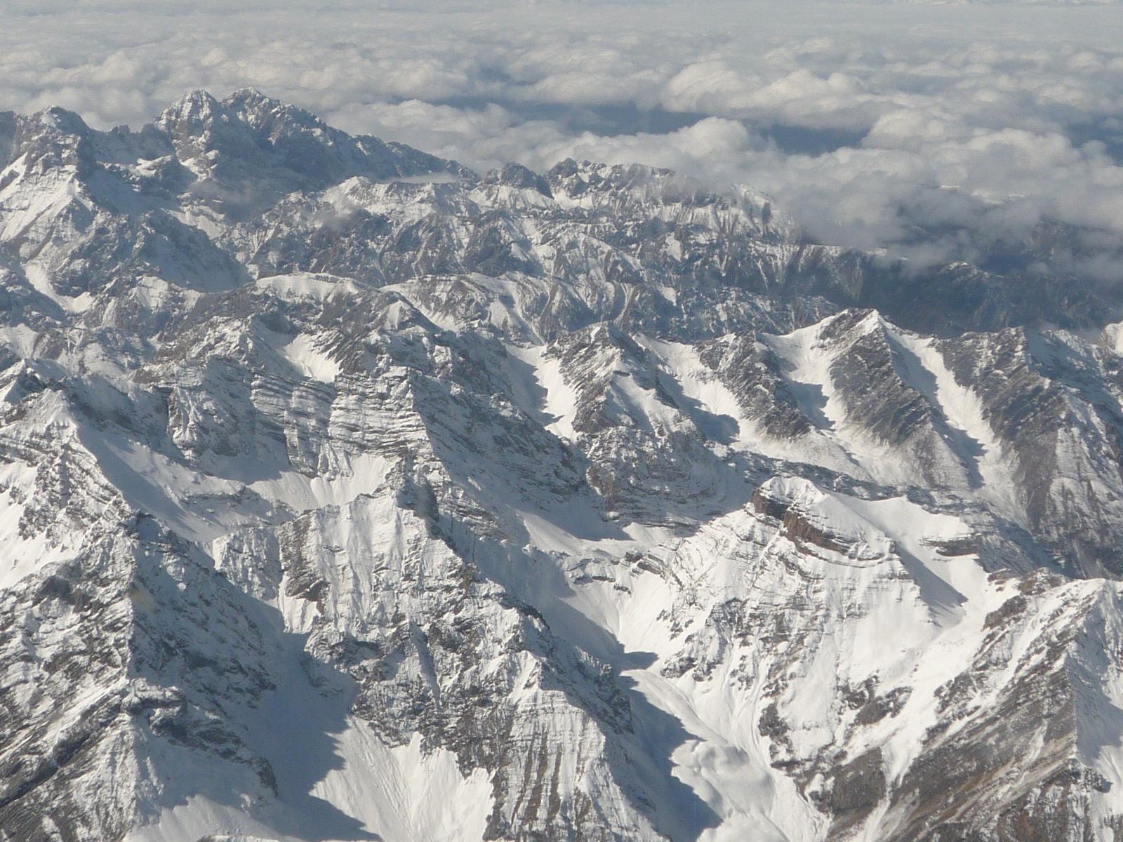 (从飞机舷窗看到的雪山)